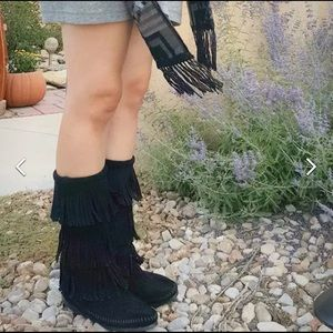 Minnetonka 3-Layer Fringe Suede Boot in Black